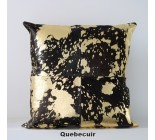 17' Coussin en peau de vache or metallique et noir. 170004