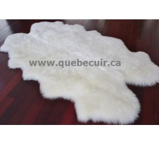 Grand tapis en peau de mouton. 200813