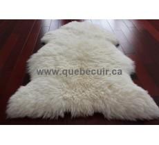 Tapis en peau de mouton blanc. 200900