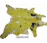 770156  Tapis en  peau de vache jaune, or metallique et noir.